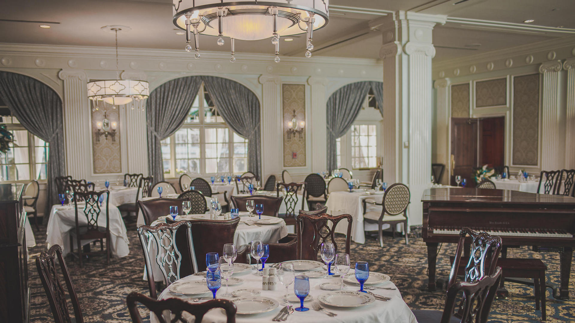 regency room dining tables at hotel roanoke